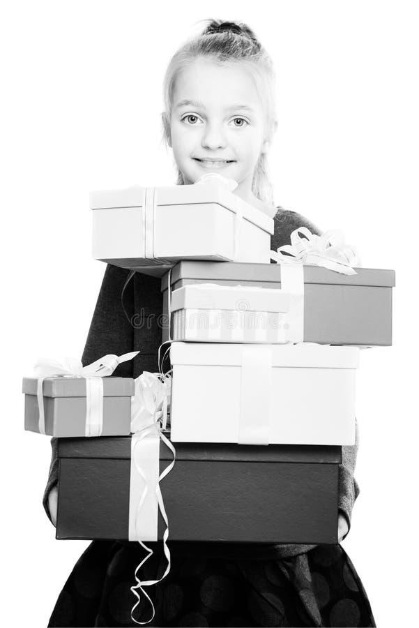 Kind met heel wat giftdozen in handen op geïsoleerde achtergrond royalty-vrije stock foto