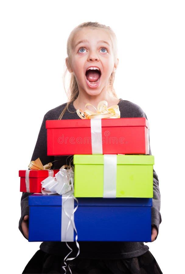 Kind met heel wat giftdozen in handen op geïsoleerde achtergrond royalty-vrije stock afbeelding