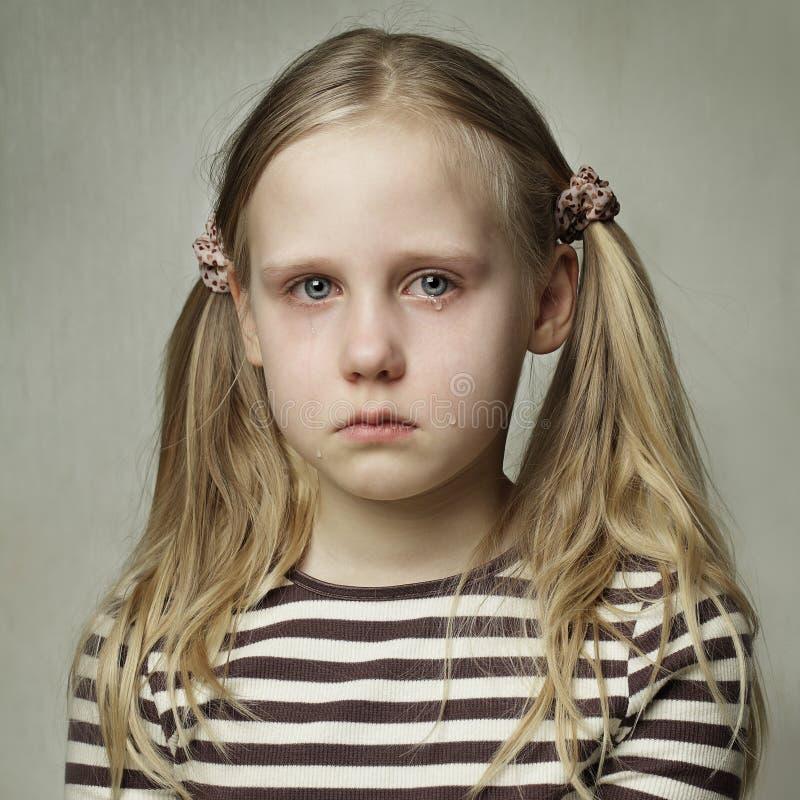 Kind met scheuren - het jonge meisje schreeuwen royalty-vrije stock afbeeldingen