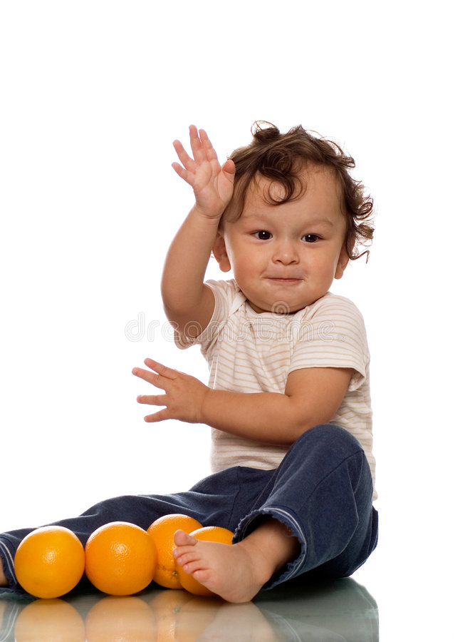Kind met sinaasappelen. royalty-vrije stock afbeeldingen