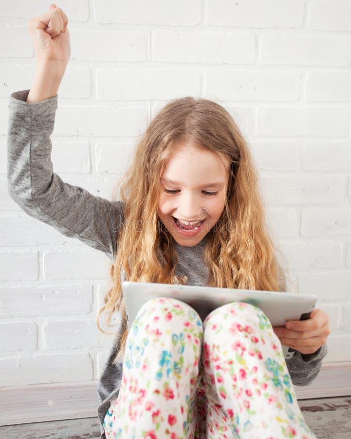 Kind met tablet royalty-vrije stock fotografie