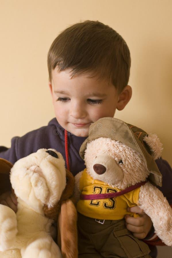 Kind mit Bären stockfoto