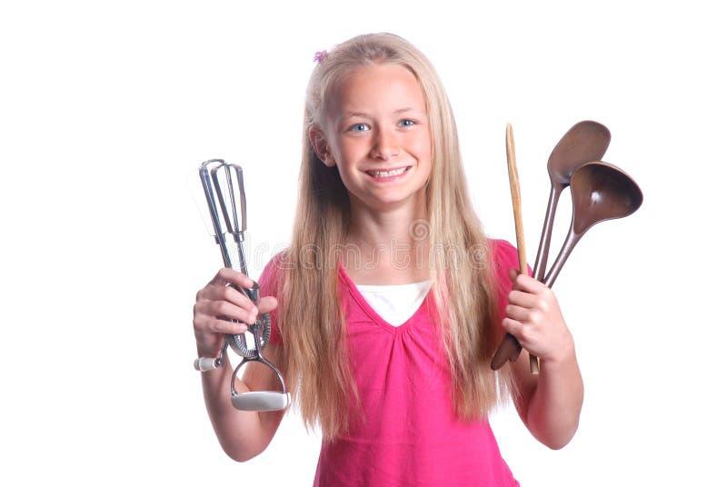 Kind mit dem Kochen der Hilfsmittel lizenzfreie stockbilder