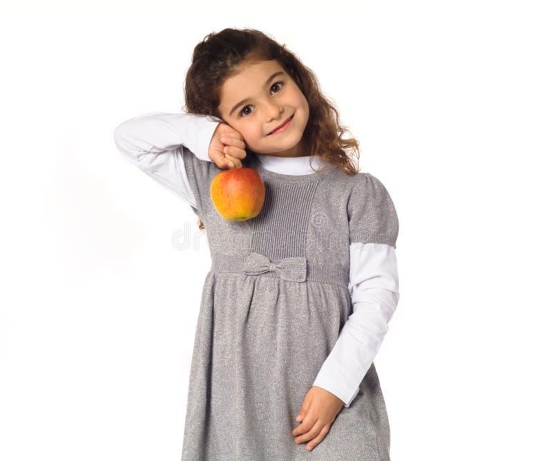 Kind mit einem Apfel stockfotografie