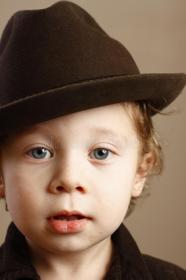 Kind mit Fedora stockfoto