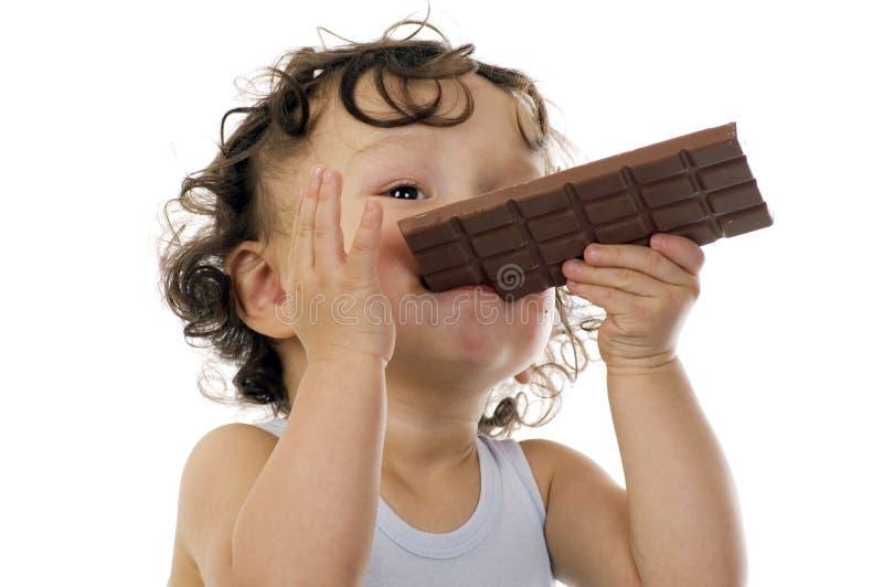 Kind mit Schokolade. lizenzfreies stockfoto