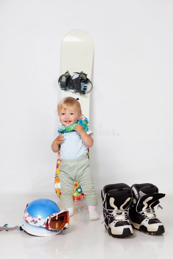 Kind mit Snowboard lizenzfreies stockfoto