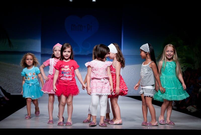 Kind-Modeschau lizenzfreie stockfotos