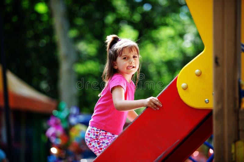 Kind op speelplaats royalty-vrije stock afbeeldingen