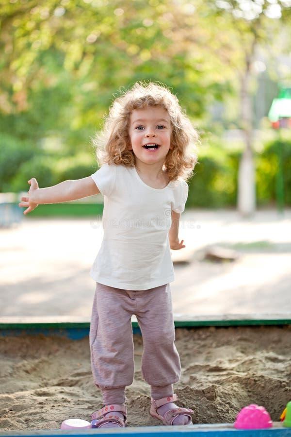 Kind op speelplaats stock foto's