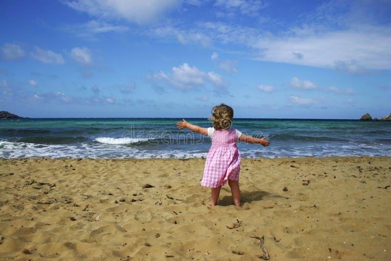 Kind op strand royalty-vrije stock afbeeldingen