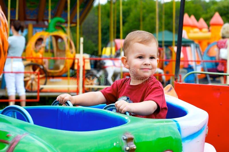 Kind in pretpark royalty-vrije stock foto