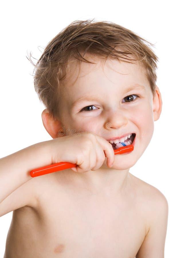 Kind säubert Zähne lizenzfreie stockbilder