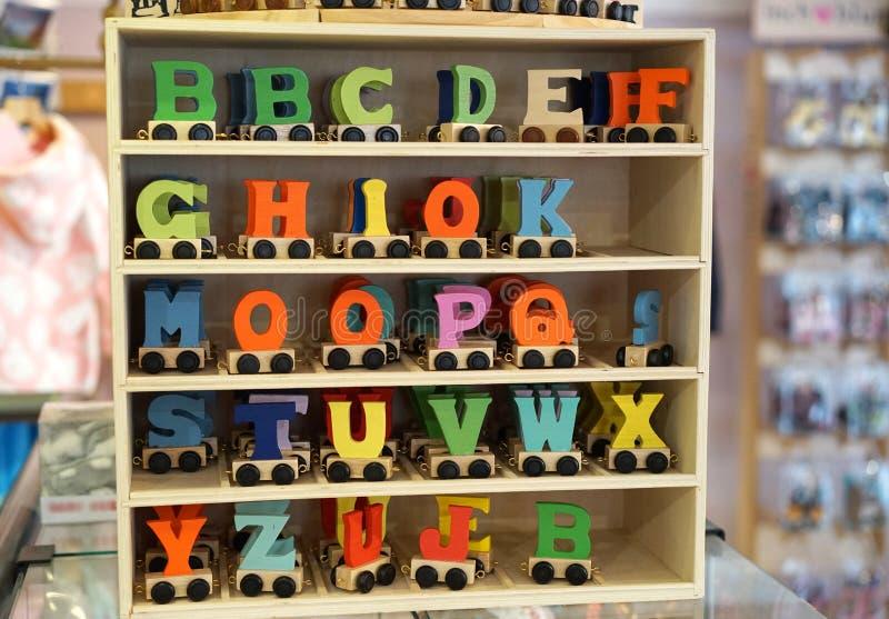 Kind-` s Alphabet auf Rädern lizenzfreie stockfotos