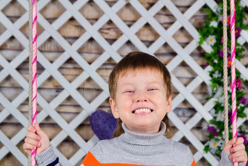Kind-` s Lächeln ist alle Zähne Junge lächelt weit Babymolkereigesunde Zähne lizenzfreies stockbild