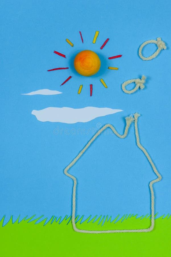 Kind-` s Spiel: süßes Haupthaus lizenzfreies stockfoto