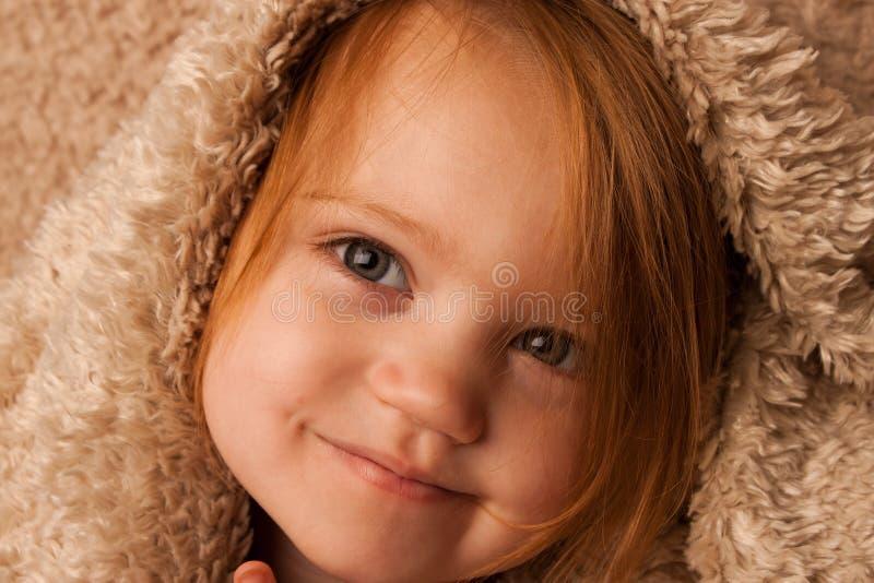 Kind smirking dekking stock afbeelding