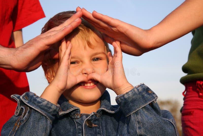 Kind- und Familienhände stockbild