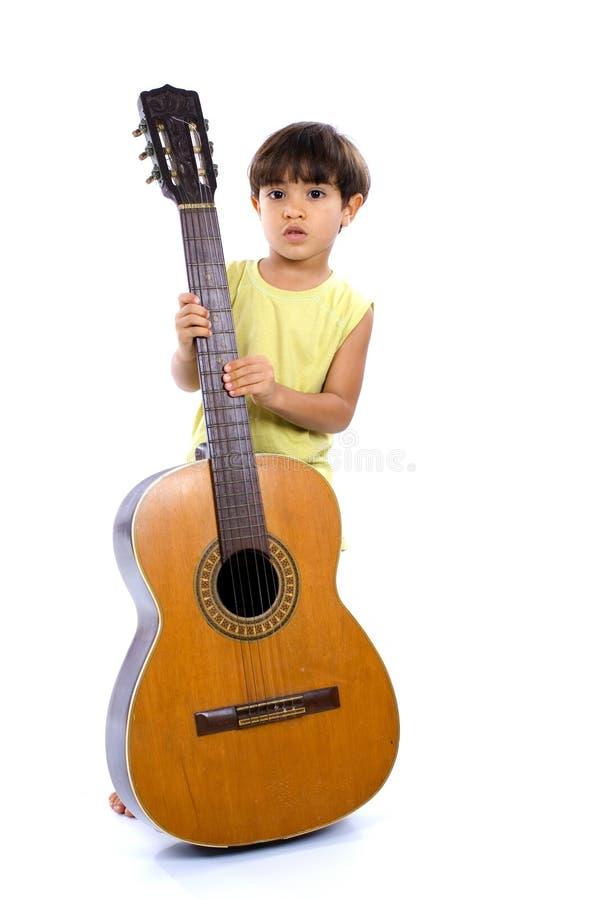 Kind und Gitarre lizenzfreie stockfotos