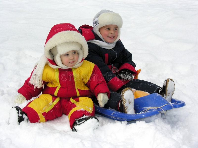 Kind und Schätzchen. Winter lizenzfreies stockfoto