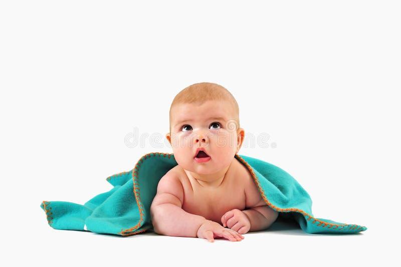 Kind unter Decke lizenzfreies stockfoto