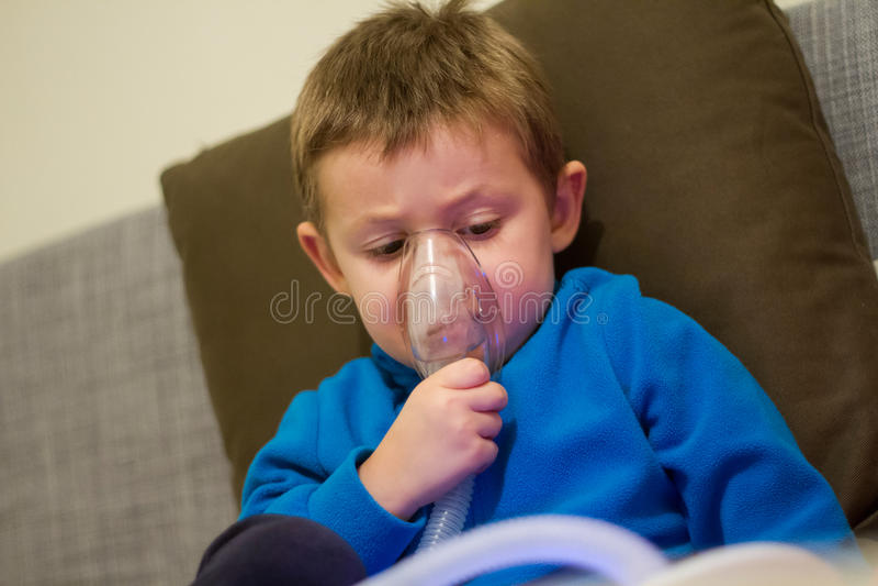 Kinderärztliche Behandlung stockbild