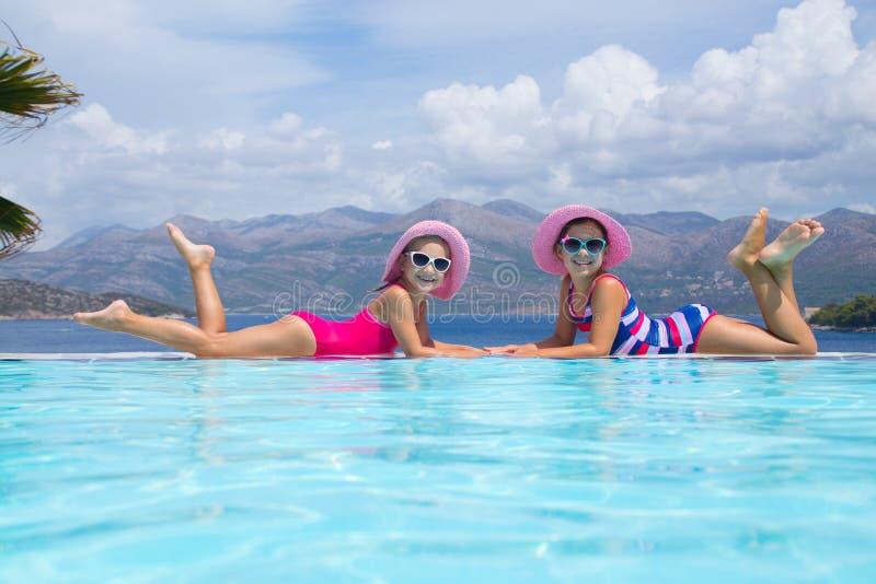 Kinder auf Seebad stockfoto