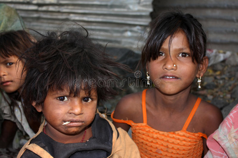 Kinder in der Armut stockbild