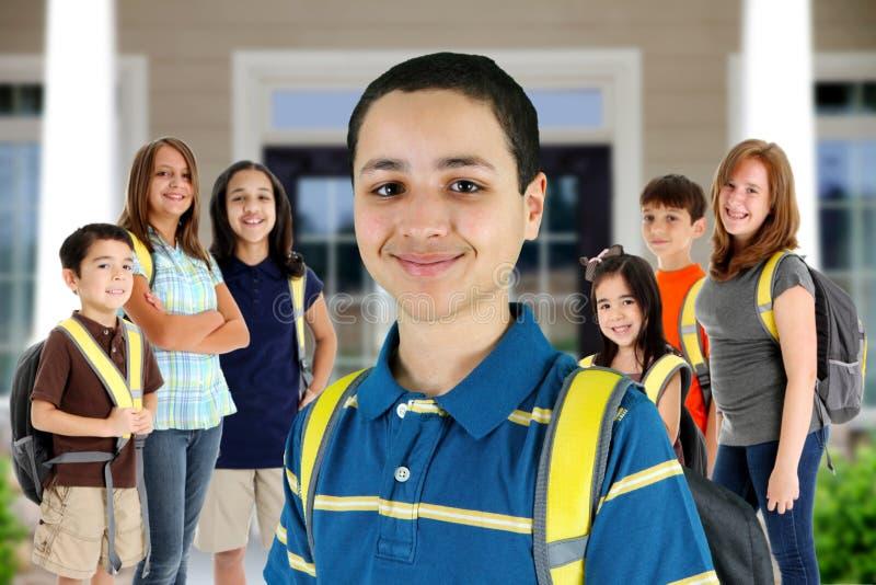 Kinder an der Schule lizenzfreies stockbild