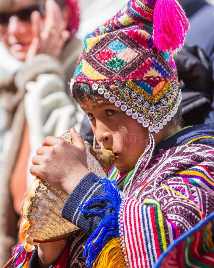 Kinder in der traditionellen Quechua Kleidung lizenzfreie stockfotografie