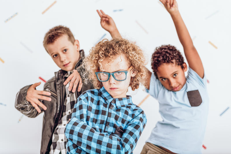 Kinder, die eine Partei haben lizenzfreies stockbild