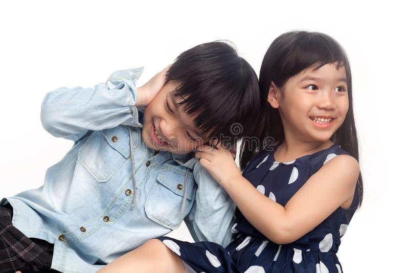 Kinder, die Spaß spielen und haben lizenzfreie stockfotografie