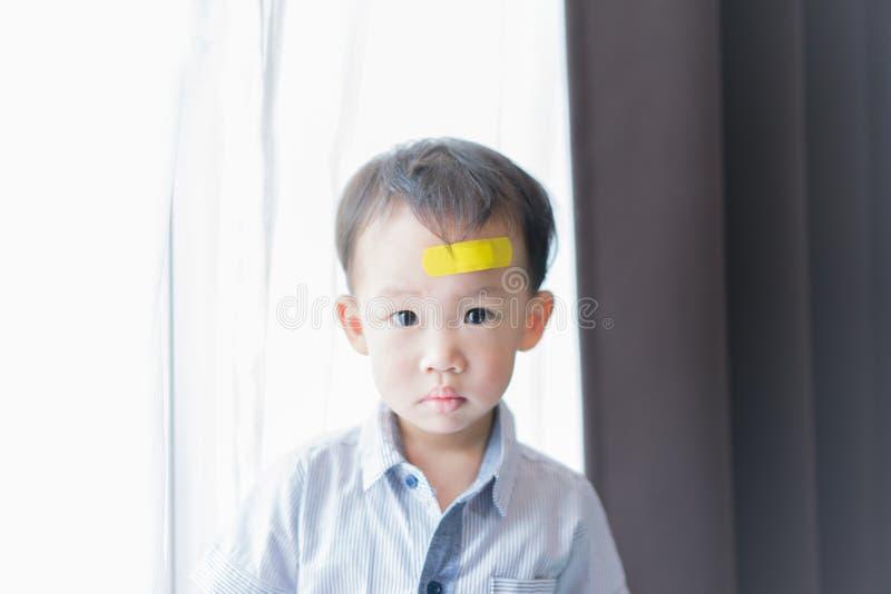 Kinder haben Geschwüre auf dem Kopf stockfotos