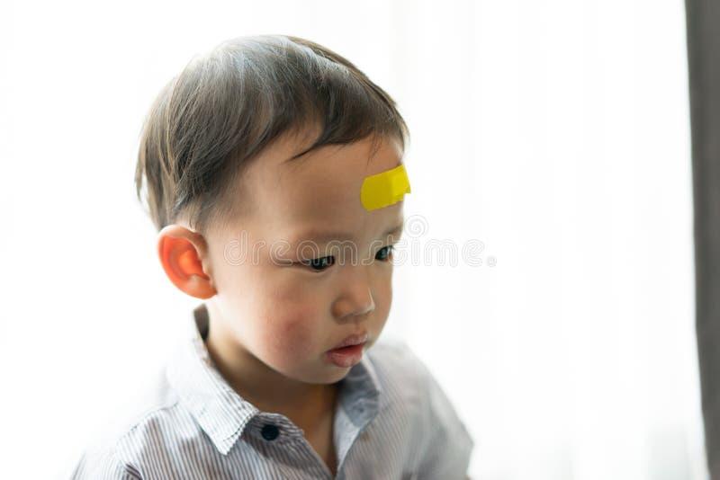Kinder haben Geschwüre auf dem Kopf lizenzfreie stockfotos