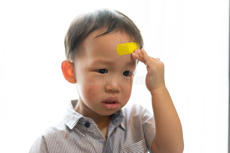 Kinder haben Geschwüre auf dem Kopf stockbilder