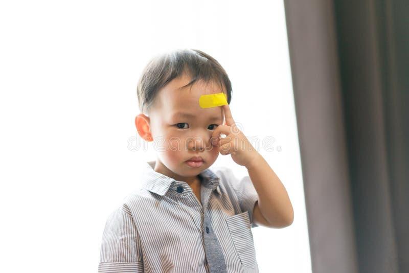 Kinder haben Geschwüre auf dem Kopf lizenzfreie stockbilder