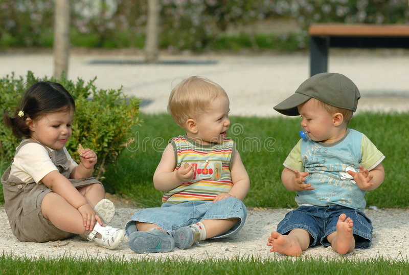 Kinder im Park 29 lizenzfreies stockbild