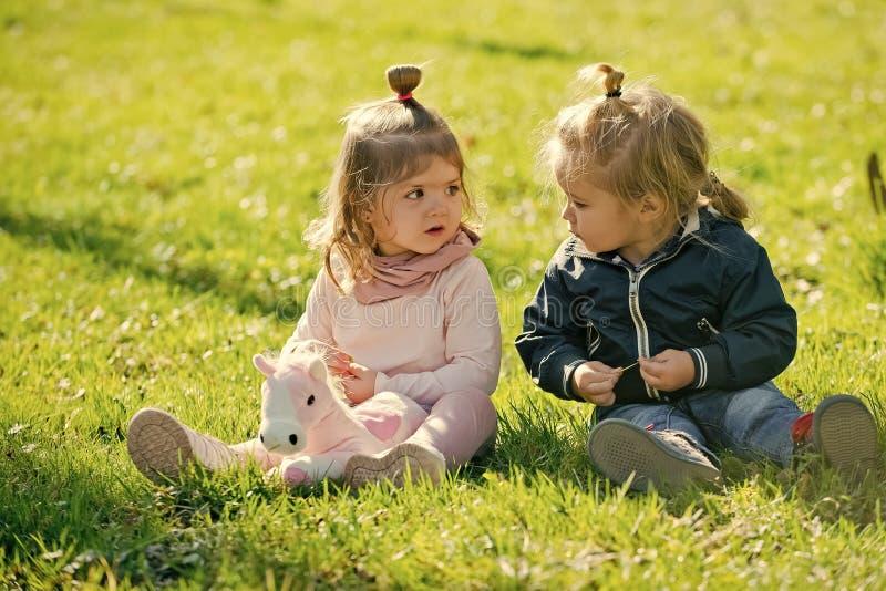 Kinder, Kindheitskonzept lizenzfreies stockbild
