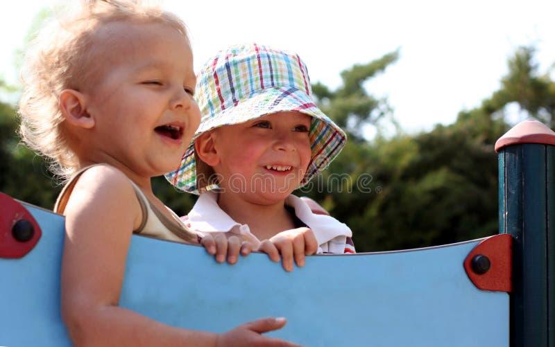 Kinder lachen lizenzfreie stockfotos