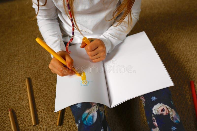 Kinder-/Mädchen-Zeichnungs-Bild für Muttertag lizenzfreie stockbilder