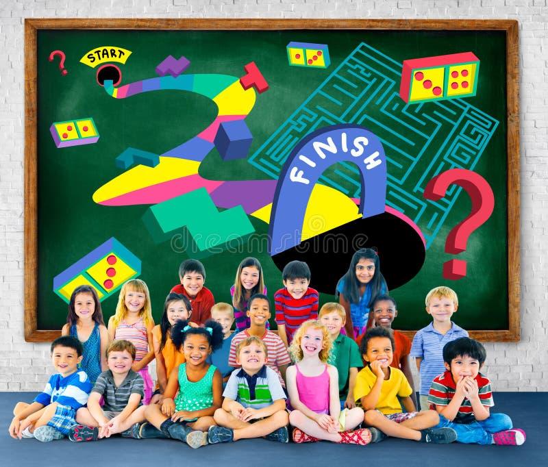 Kinder-Maze Puzzle Game Fun Solutions-Konzept stockfotos