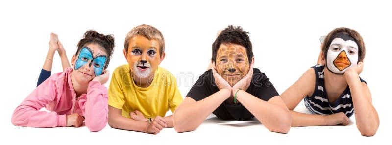 Kinder mit Tiergesichtfarbe stockbild