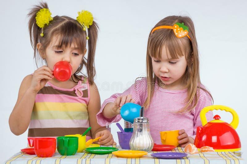 Kinder mit Vorstand stockfoto