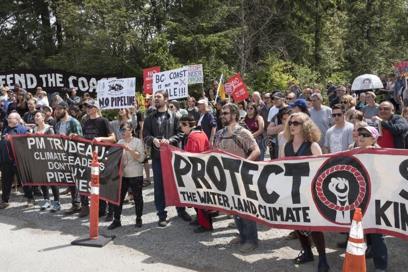 Kinder Morgan personer som protesterar mot det regerings- köpet för ` s av det Kinder Morgan rörledningprojektet royaltyfri bild