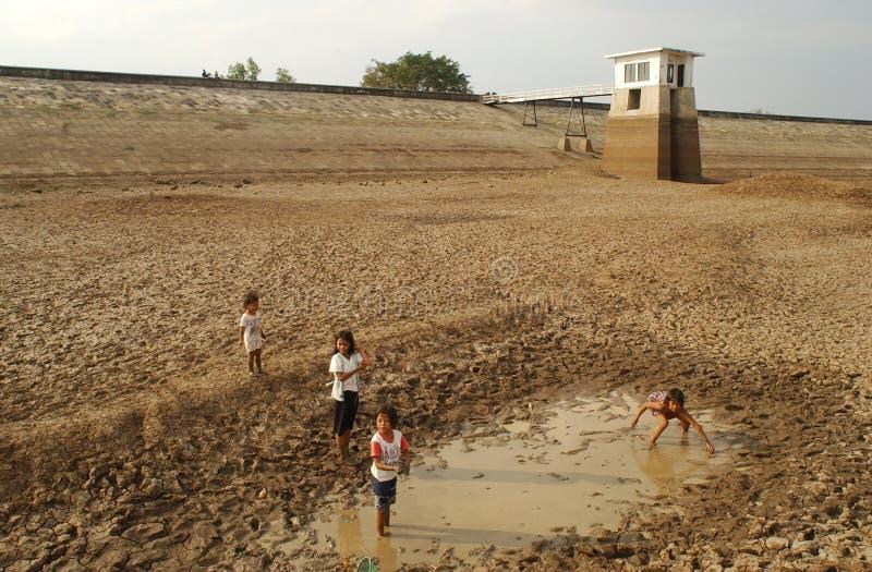 Kinder nahe dem Stausee Dawuhan, Wonoasri, Madiun stockfoto