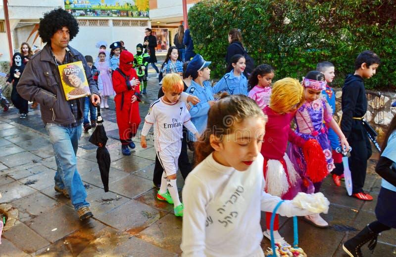 Kinder oben gekleidet für Purim lizenzfreie stockfotografie
