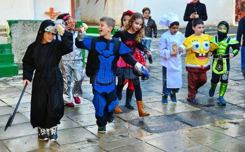 Kinder oben gekleidet für Purim lizenzfreies stockbild