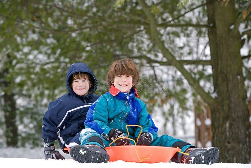 Kinder Sledding stockfotografie