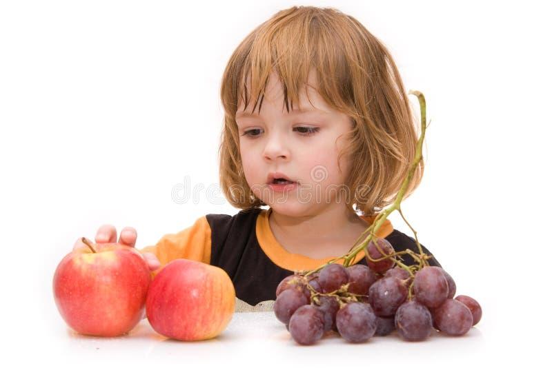 Kinder sollten Früchte essen! lizenzfreies stockbild