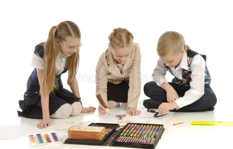 Kinder teilgenommen an Zeichnung 6 stockfotografie